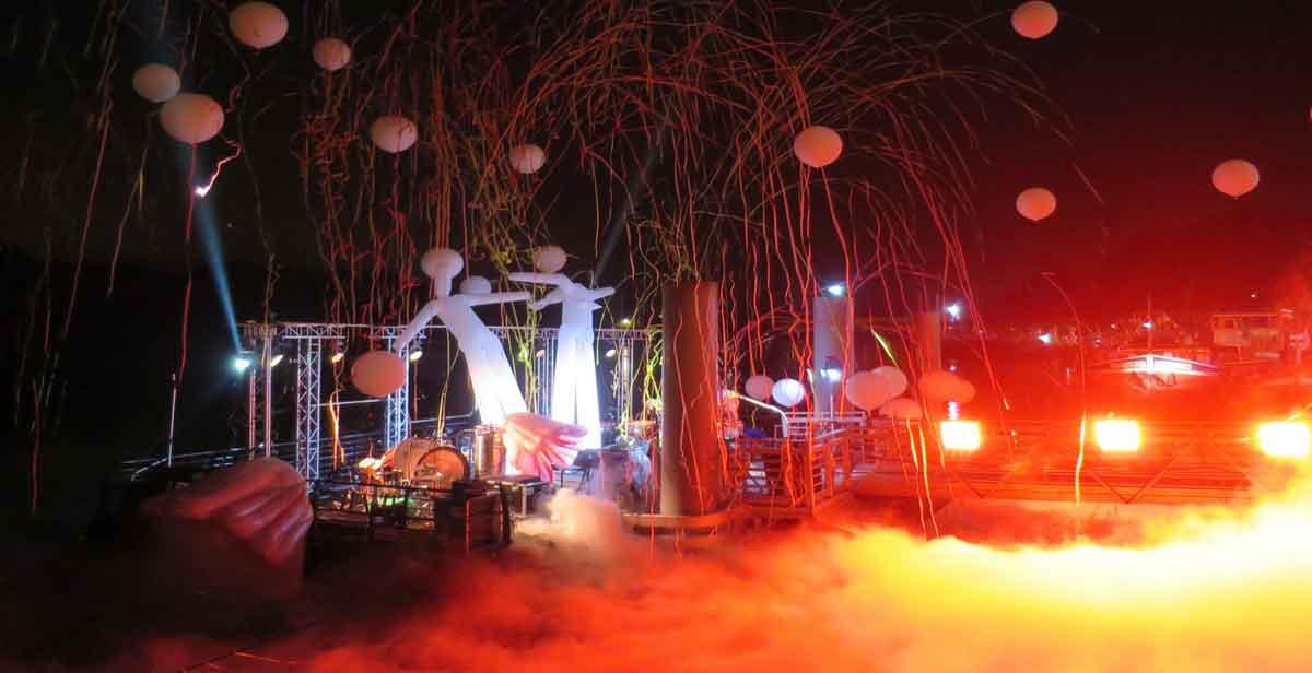 Installation-scène-flottante-modulaire-concert-location-éphémère