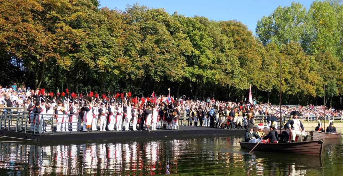 Organisation scène flottante reconstitution historique évènementiel