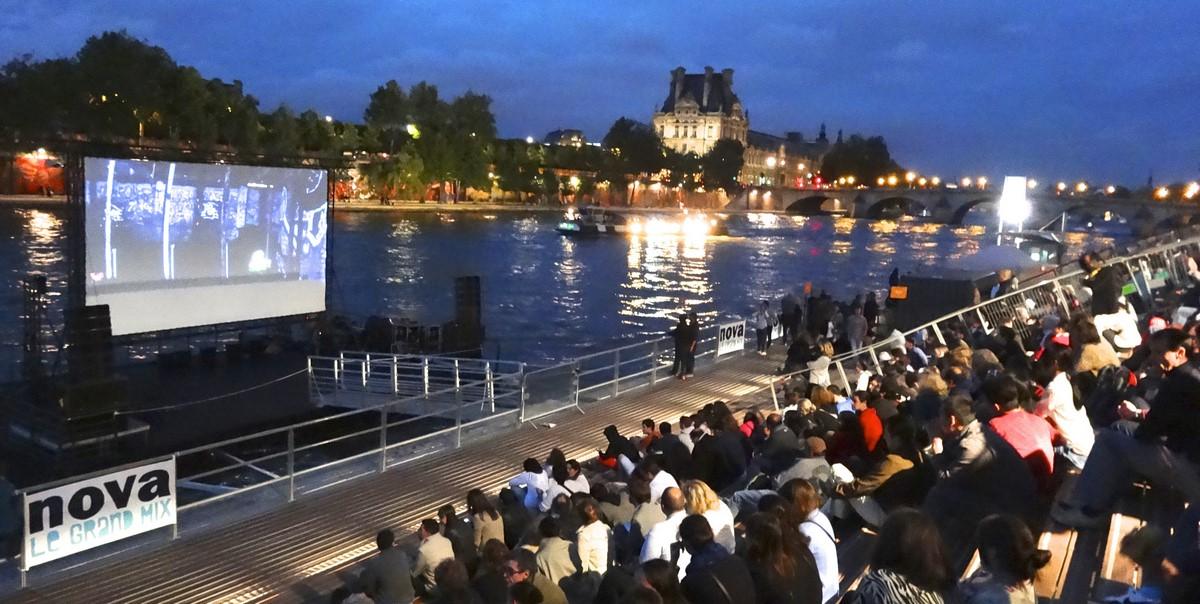 Insolite-barge-évènementielle-modulaire-France
