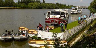 Mise-en-place-ponton-modulaire-bateau-sur-mesure-Villeneuve-St-Georges