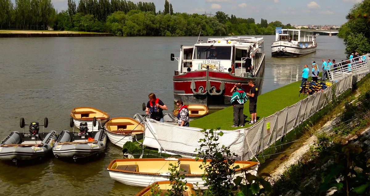 Mise-en-place-ponton-modulaire-bateau-sur-mesure