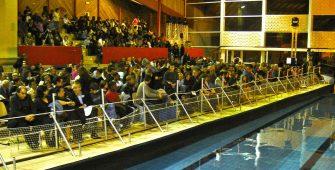 Tribune sur l eau scène flottante ponton intérieur piscine Bobigny